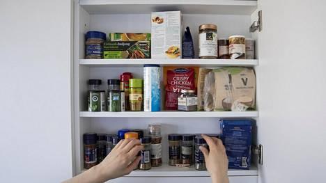 TikTokissa kiertää yllättävä niksi: joidenkin maustepurkkien sisäkanteen on piilotettu kätevä mitta.