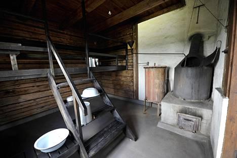 Villilän kartanon tunnelmallinen sauna.