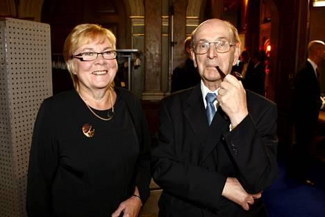 Paavo Salmensuu ja Pirkko Lahti-Hanni. Yle Uutisten 50-vuotisjuhlissa vuonna 2009.