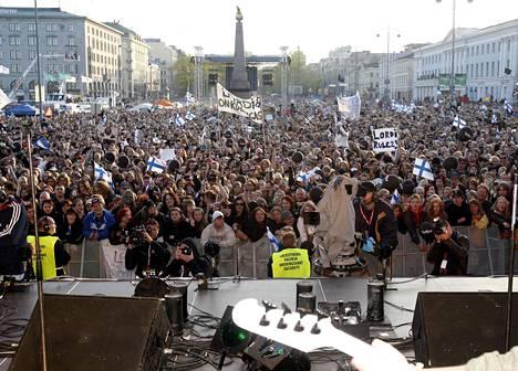 Lordin euroviisuvoittoa juhlittiin Helsingin Kauppatorilla vuonna 2006. Samalla syntyi joukkokaraoken maailmanennätys, kun noin 80 000 ihmistä lauloi mukana kappaletta Hard Rock Hallelujah.