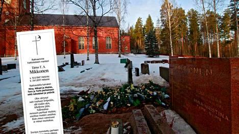 Timo T.A. Mikkosen kuolinilmoitus julkaistiin lauantain Helsingin Sanomissa. Mikkonen on haudattu Mäntsälän hautausmaalle Mikkosten sukuhautaan.