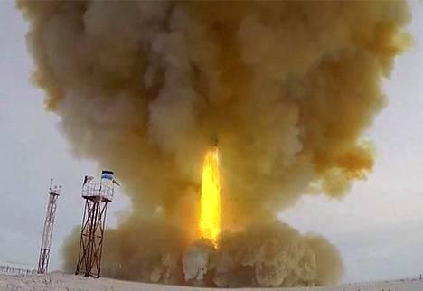 Venäjä ilmoitti joulukuussa 2018, että se on tehnyt onnistuneen Avangard-ohjuskokeen. Uuden polven liito-ohjus laukaistiin Dombarovskin lentotukikohdasta.