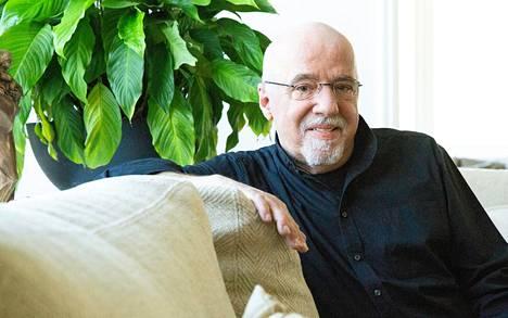 Kirjassaan Coelho palaa elämänsä vaikeimpiin kokemuksiin: Brasilian turvallisuuspoliisi sulki hänet telkien taakse kidutettavaksi.