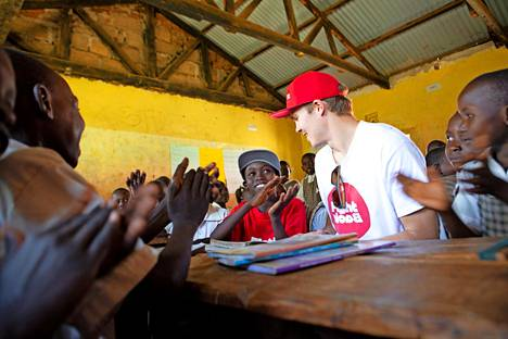 Pekka pääsi tutustumaan Evansin kouluun. Opetuksen taso Ngoswetissa vaihtelee: kaikilla opettajilla ei ole alansa koulutusta.
