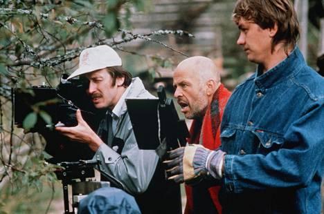 Jouko Turkka (1942–2016) oli kiistelty ohjaaja ja kouluttaja, jolla oli äärimmäiset, näyttelijää fyysisesti prässäävät metodit produktioissaan.
