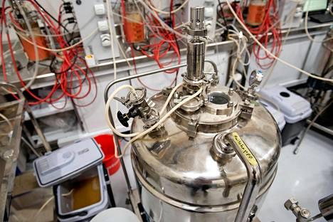 Pekilon bioprosessissa sienelle syötetään ravinteita, muun muassa maitohappoa.