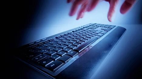 Viranomaiset selvittivät yritysten kybervalmiuksia toimialoittain. Traficom lanseerasi myös Kybermittari.fi-työkalun.