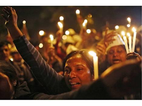 Uber-kuljettajan tekemä väitetty matkustajan raiskaus nostatti mielenosoituksia Intiassa.