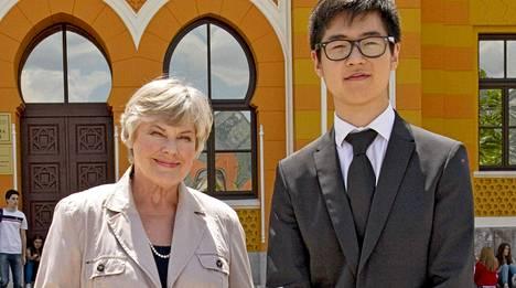 Kim Han-sol oli Elisabeth Rehnin vieraana Yle Fem -kanavan ohjelmassa lokakuussa 2012.