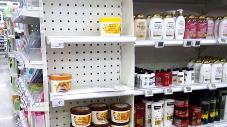 Curly Girl Suomi -ryhmän jäsen Pipsa Paasinummi postasi Facebook-ryhmään kuvan tyhjentyneistä hyllyistä Sellon K-Citymarketissa huhtikuun puolivälissä.