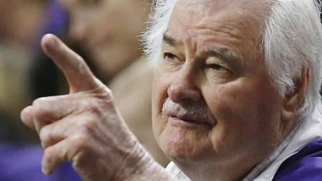 """Kolmiopelin kehittäjä ja 10-kertainen NBA-mestari """"Tex"""" Winter kuoli 96-vuotiaana"""