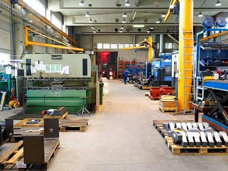 Mielikuvat metallialan työpaikoista ja -tehtävistä ovat monilla vanhentuneet, alan yrityksissä ja Teknologiateollisuudessa arvioidaan. Kuva Paakkilan konepajasta Tuusniemeltä.