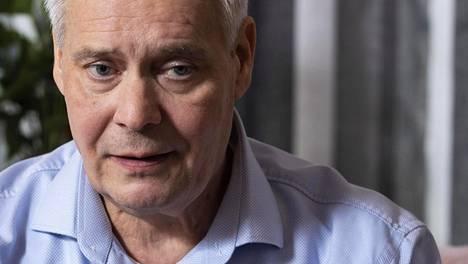 Antti Rinne kotonaan Mäntsälässä.