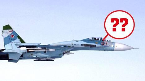 Ilmavoimien ottama kuva venäläisestä SU-27 -hävittäjästä, jonka epäillään loukanneen Suomen ilmatilaa Suomenlahdella klo 16.43 torstaina 6. lokakuuta 2016. Lentäjien henkilöllisyyttä ei ole kyetty selvittämään.