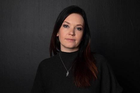 Heidi Holmavuon tunnetuin teos on Karhuryhmä, jonka pohjalta on tehty myös tv-sarja.