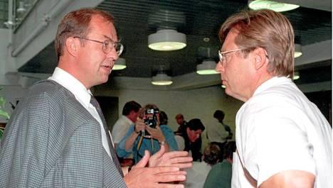 Iiro Viinanen (vas.) ja Pertti Salolainen vuonna 1994.