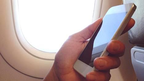 Tästä syystä sinun tulee aina kertoa heti lentoemännälle, jos hävität kännykän koneessa
