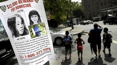 New Yorkin poliisi käynnisti viime kesänä uuden kampanjan Baby Hopeksi ristityn tytön surman selvittämiseksi. Nyt tapauksessa on tehty pidätys.