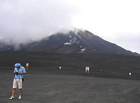 Maa on kuumaa, mutta tänään Etna ei syökse laavaa.