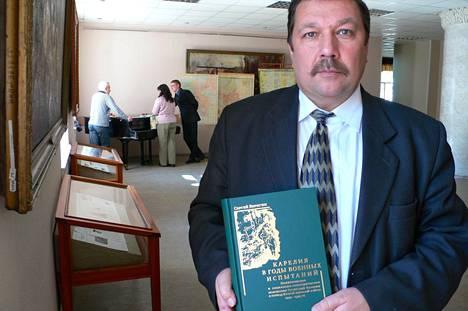 Historioitsija Sergei Verigin väitti Moskovassa järjestetyssä lehdistötilaisuudessa, että Suomi ei ole paljastanut Venäjälle lainkaan Karjalassa sijaitsevia sotavankien hautapaikkoja. Verigin kuvattuna Petroskoissa vuonna 2009.