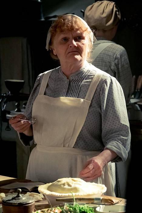Rouva Patmore (Lesley Nicol) hallitsee kartanon keittiötä rautaisella otteella.