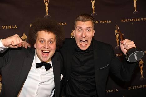 """""""Vikin"""" ja """"Köpin"""" luotsaama Naurumaraton palkittiin vuoden 2020 Venla-gaalassa."""