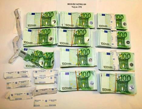 Louhen parkkihallista ja sen rampilta löytyi 100 200 euroa.