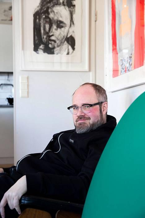 Tuomas Enbuske on tehnyt paljon työtä omien mielenterveyshäiriöidensä käsittelemiseksi.