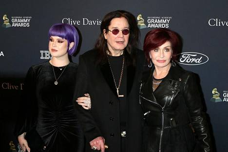 Ozzy ja Sharon Osbournella on kolme lasta. Sisaruksista Kelly on viihtynyt eniten julkisuudessa ja luonut uraa muun muassa juontajana.