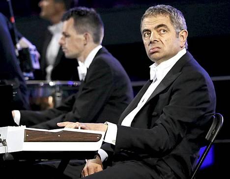 Rowan Atkinson eli Mr Bean oli mukana, kun Lontoon sinfoniaorkesteri esitti musiikkia elokuvasta Tulivaunut.