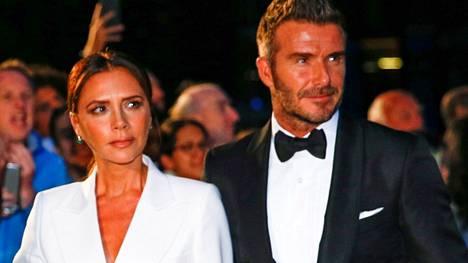 Victoria ja David Beckham ovat yksi maailman seuratuimmista pariskunnista. Kuva GQ-lehden Men Of The Year Awards -palkintogaalasta 2019.