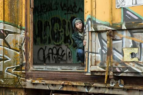 Ohjaaja Debra Granikin mukaan Thomasin McKenzie heittäytyi Leave No Trace -elokuvan rooliinsa täysillä.