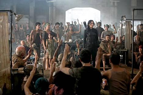 Tämän eleen takia Thaimaassa on pidätetty lukuisia ihmisiä. Kuva elokuvasta Nälkäpeli: Matkijanärhi.