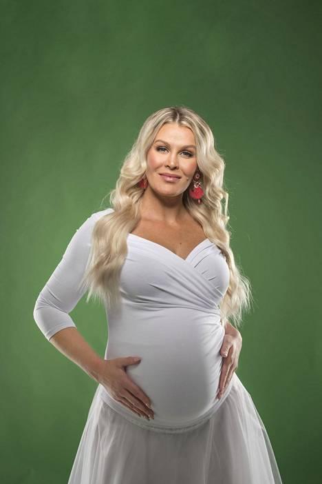 Strömbergin kolme lasta odottavat jo uutena vuotena syntyvää pienokaista. –Koko perhe on asiasta innoissaan ja odottaa jo kovasti hänen saapumistaan, hän sanoo.