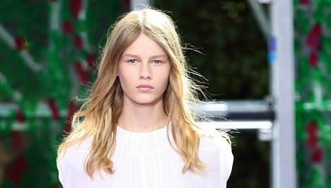 Vain 14-vuotiaan Sofia Mechetnerin käyttö Diorin mallina on aiheuttanut paljon kritiikkiä muotipiireissä.