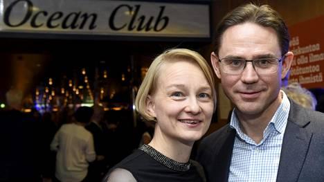 Jyrki Katainen nautti kokoomuksen risteilyllä Mervi-vaimonsa rinnalla vapaammasta roolistaan – Katainen on ollut kaikilla aiemmilla risteilyillä joko puolueen puheenjohtaja tai varapuheenjohtaja.