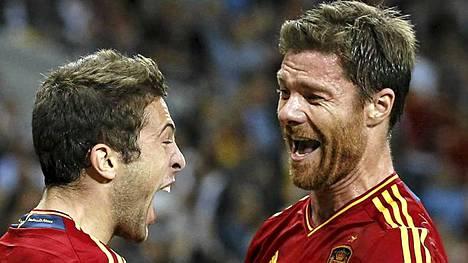 Jordi Alba ja Xabi Alonso. Espanjalaiset suurmestarit.