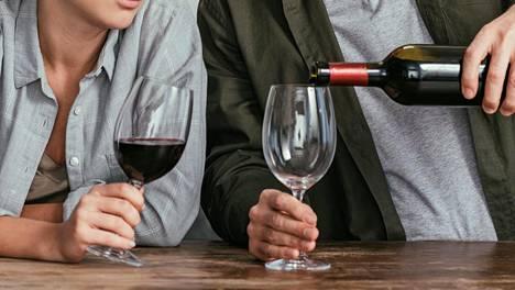 Koronaepidemian vaikutus alkoholinkäyttöön tuli esiin vuosittain toistettavassa kyselytutkimuksessa.