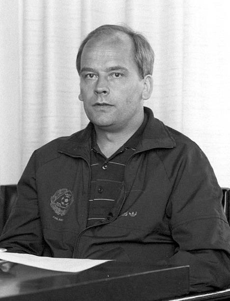 Esko Malm pelasi Valkeakosken Hakassa yli 250 SM-sarjan ottelua. Hän toimi valmentajana Suomen toistaiseksi viimeisessä jalkapallon olympiaryhmässä.