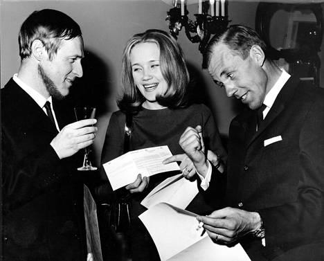 Caj Bremer, Liisamaija Laaksonen ja Risto Jarva saivat valtion elokuvapalkinnon 1969.