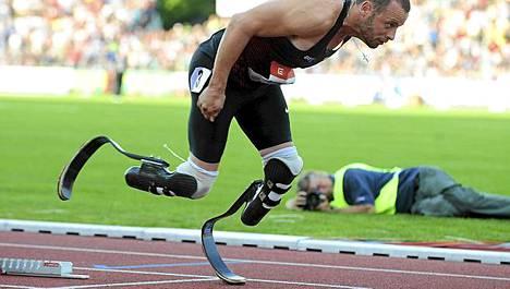 Oscar Pistorius juoksee MM-kisoissa.