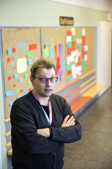 Pakilan yläasteen rehtori Juha Leino kertoo, ettei koulussa ole yhtään maahanmuuttajataustaista oppilasta.