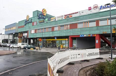 Arkkitehti Kai Wartiaisen suunnittelema kauppakeskus valmistui vuonna 2001.