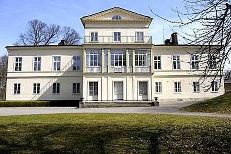 Hagan linna sijaitsee Solnassa, Tukholman pohjoispuolella.