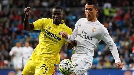 Eric Bailly kamppaili Cristiano Ronaldon kanssa Espanjan liigan ottelussa 20. huhtikuuta.