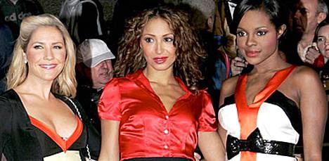 Sugababes-yhtyeen jäsenet ovat jälleen riidoissa keskenään. Keisha Buchanan (oik.) ja Heidi Range (vas.) savustavat lehtitietojen mukaan Amelle Berrabahia (kesk.) ulos bändistä.