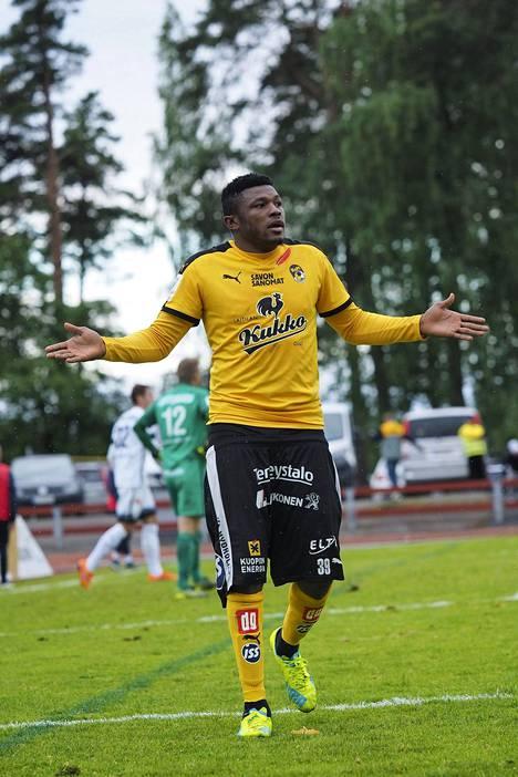Gbolahan Salami ampui KuPSin voittomaalin sarjakärki IFK Mariehamnia vastaan.