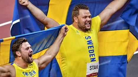 Ruotsin kiekkohirmut Daniel Ståhl (oik.) ja Simon Pettersson veivät kirkkaimmat mitalit miesten kiekonheitossa.