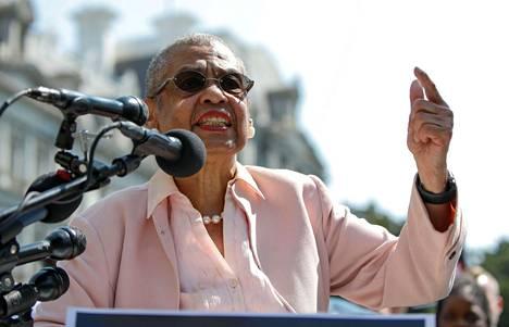 Demokraattien kongressiedustajaa Eleanor Holmes Nortonia syytettiin seeprojen vapauttamisesta.