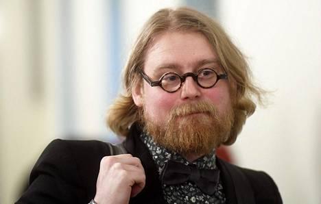 Pauli Rautiainen tutkii valtiosääntöoikeuteen, perus- ja ihmisoikeuksiin, hyvinvointioikeuteen, yhteiskuntapolitiikkaan ja hallinnon kehittämiseen liittyviä kysymyksiä Tampereen yliopistossa.